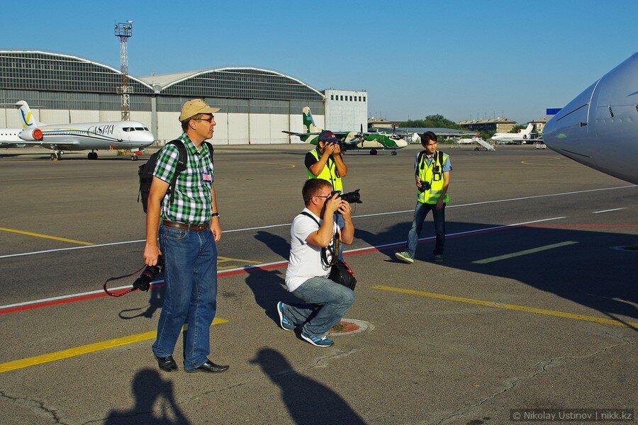 Фотографы и споттеры в аэропорту Алматы