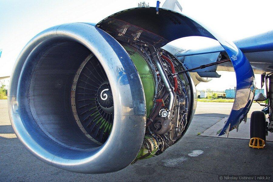 Техобслуживание двигателя Боинг 737 авиакомпании Скат