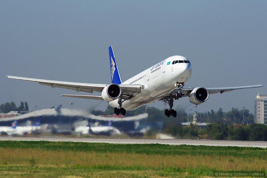 Air Astana Boeing 767 в аэропорту Алматы