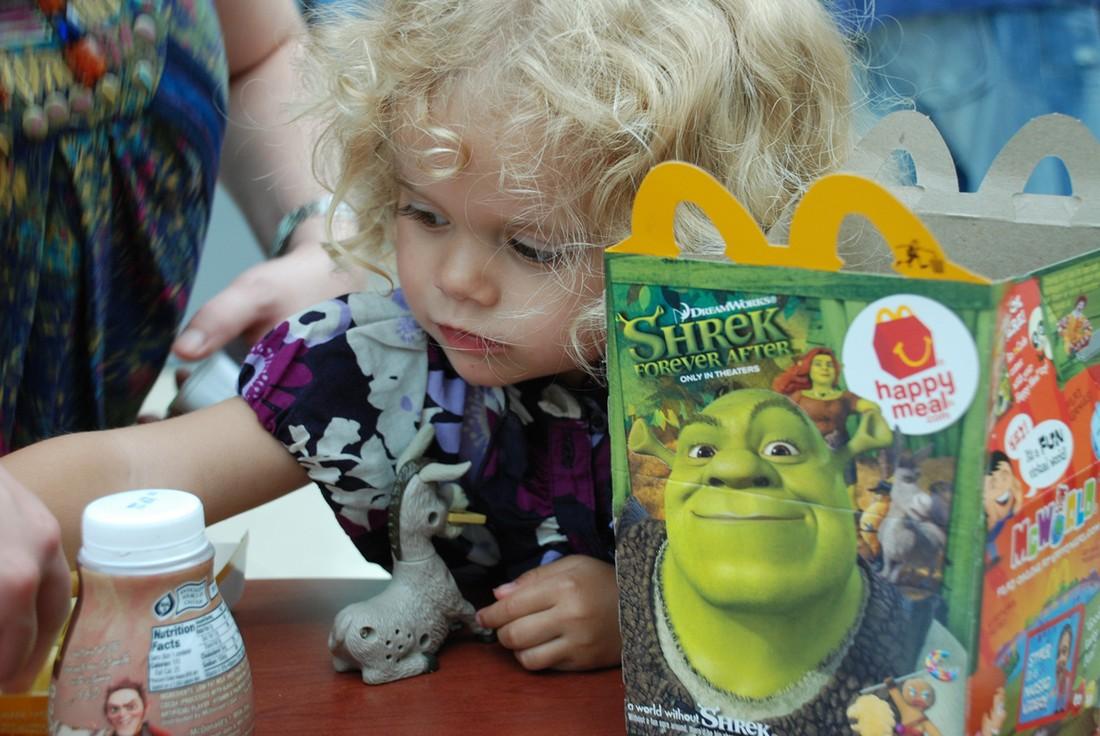 8. Корпорация McDonald's является самым крупным дистрибьютором игрушек. (Joe Shlabotnik/CC BY-NC-SA