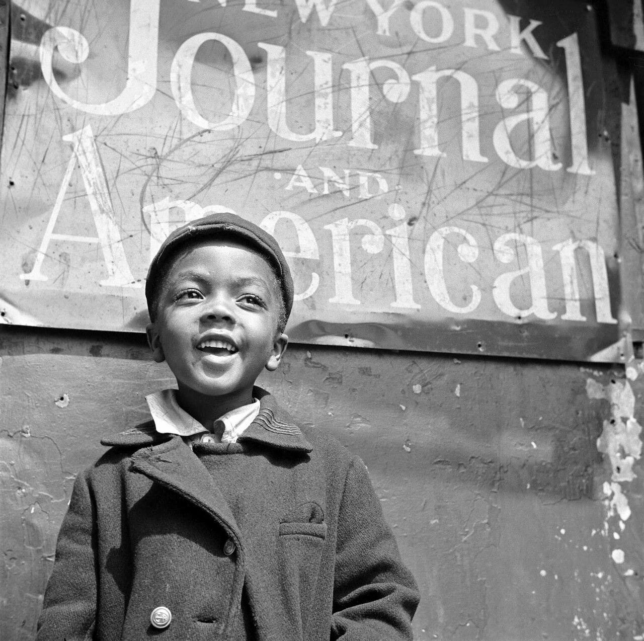 Мальчишка-газетчик из Гарлема, 1943