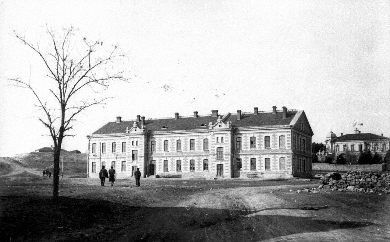 Здание на Северной стороне, в котором содержались матросы с Очакова и солдаты саперной роты