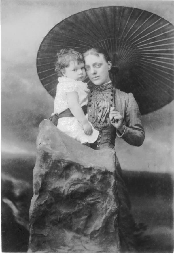 1881. Агнес Холл (бывшая Гудвин) с дочерью Кэтлин