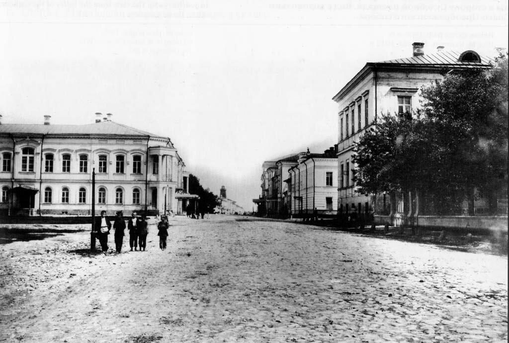 Миллионная улица от Соборной площади. 1900