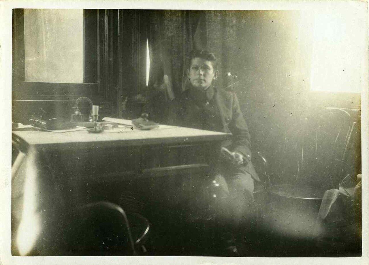 1917. Казачий сотник, арестовавший в первый день  революции всех офицеров его полка