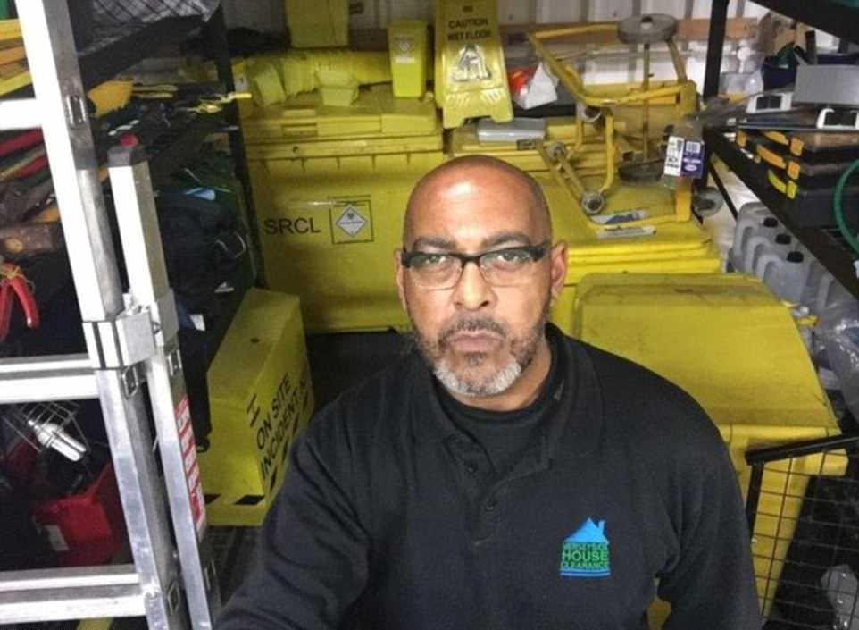 Владелец компании по уборке домов барахольщиков показал фото со своей работы