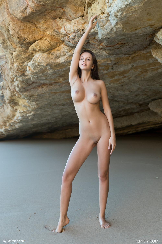 Обнаженная Alisa на пляже