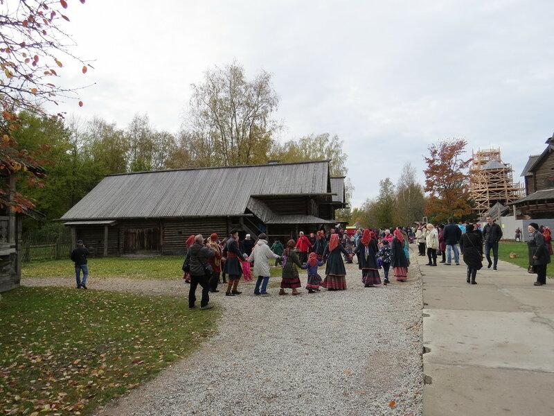Витославлицы и праздничный хоровод