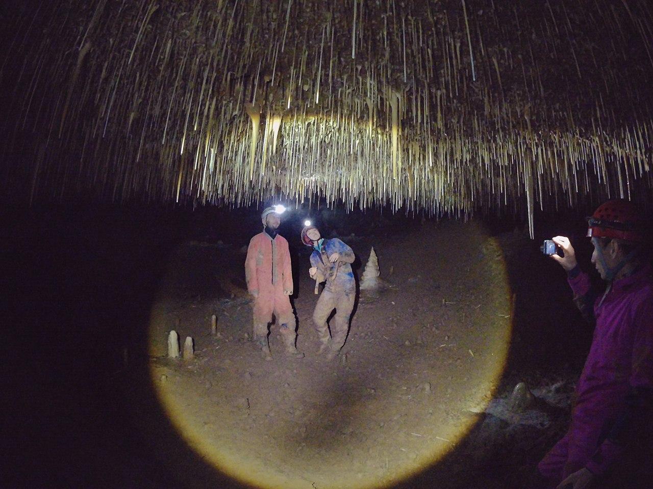 Октябрьская пещера