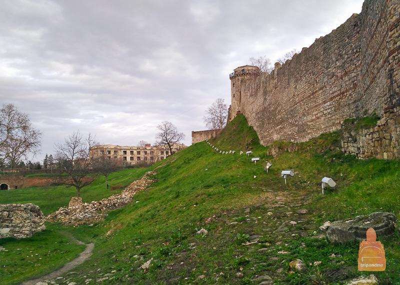 Могучие стены Белградской крепости