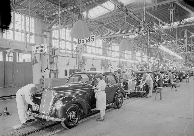 Produktion des Mercedes-Benz 220 im Jahre 1951