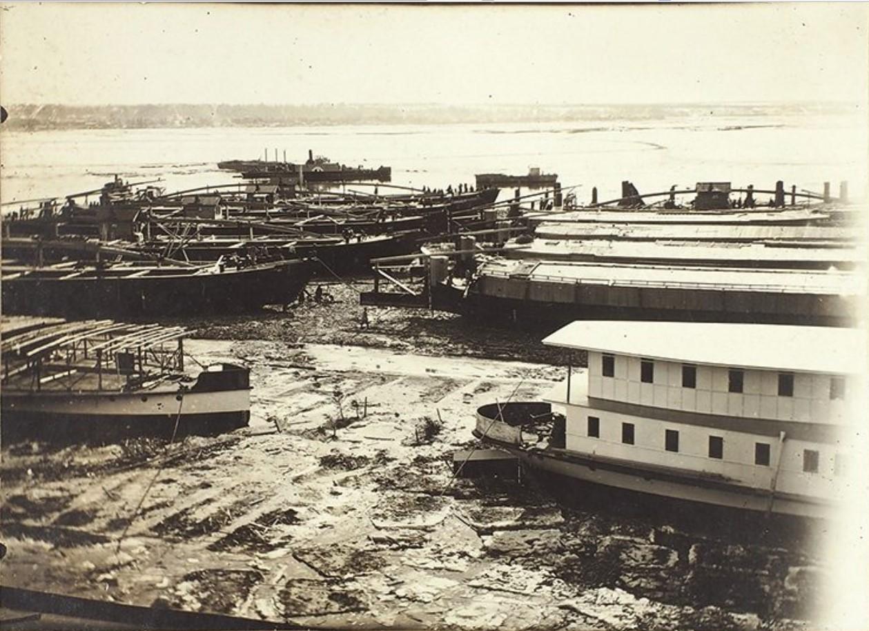 Вид на площадку по ремонту лодок