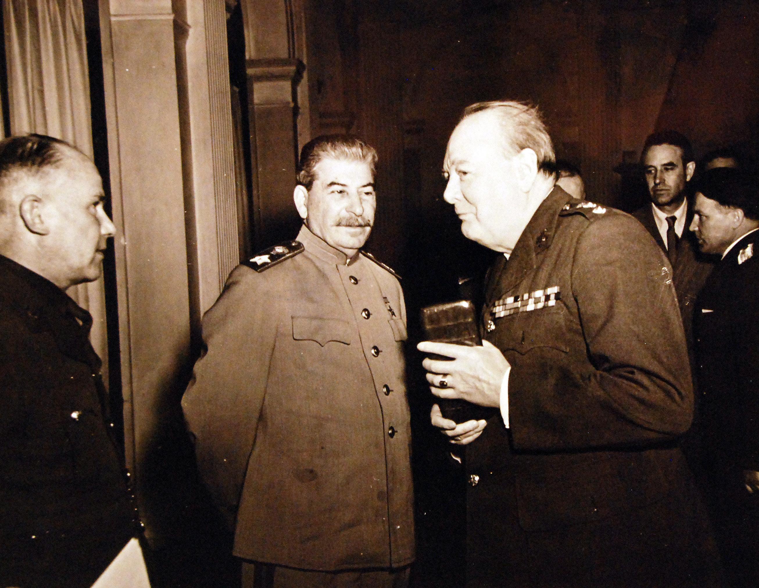 Премьер-министр Уинстон С. Черчилль с Иосифом Сталиным