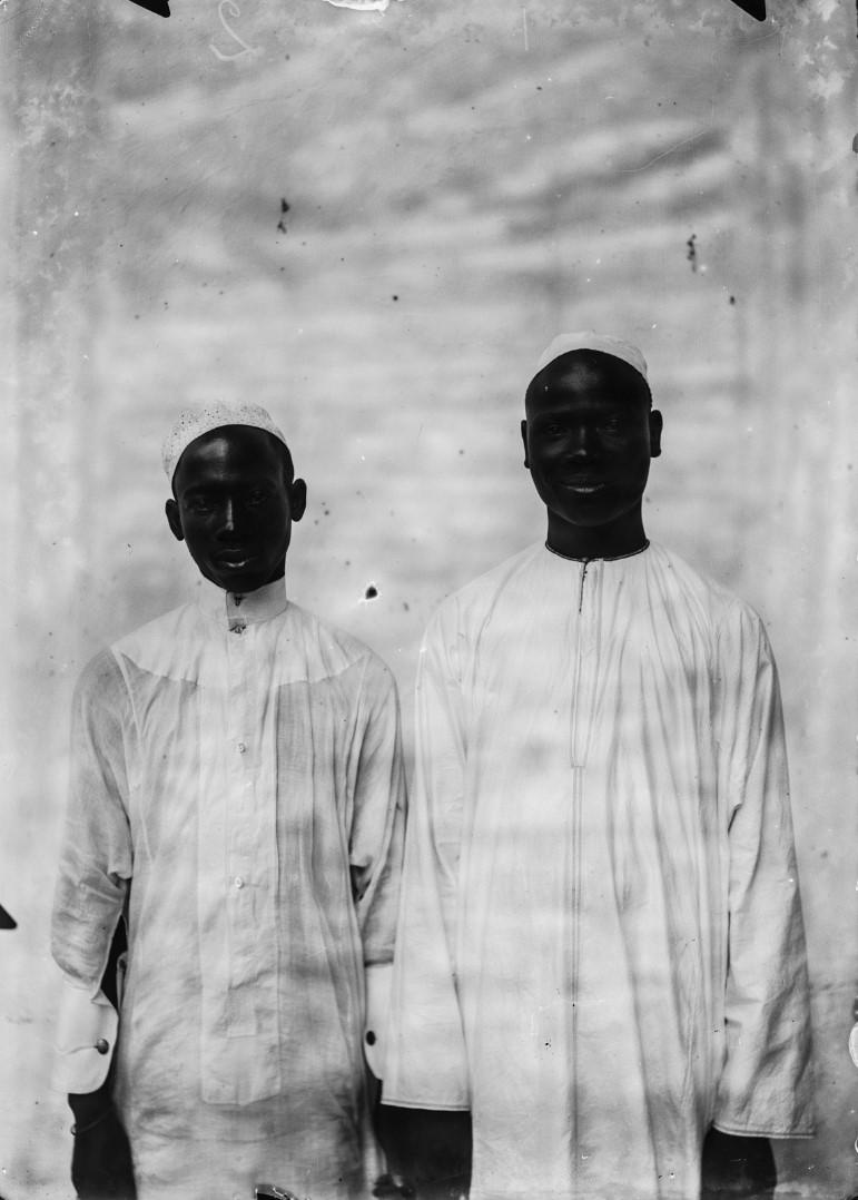 81. Портрет двух подростков
