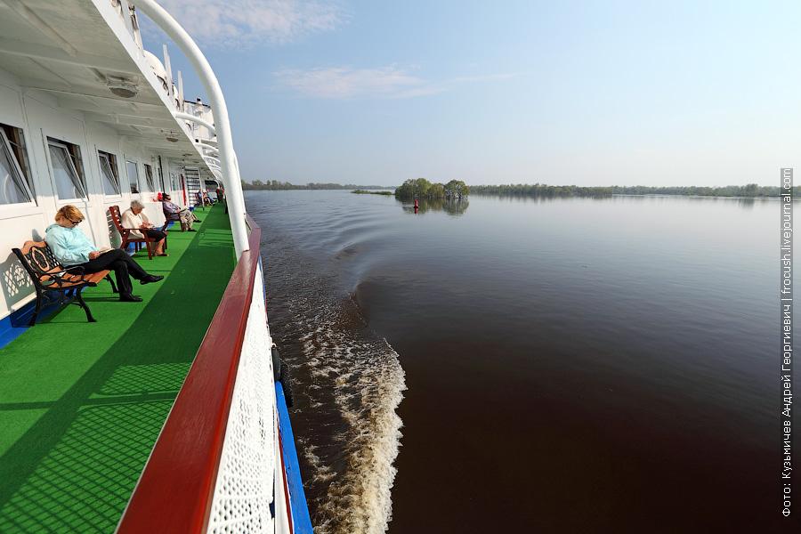 теплоход Василий Чапаев возвращается из круиза по Вятке в Нижний Новгород