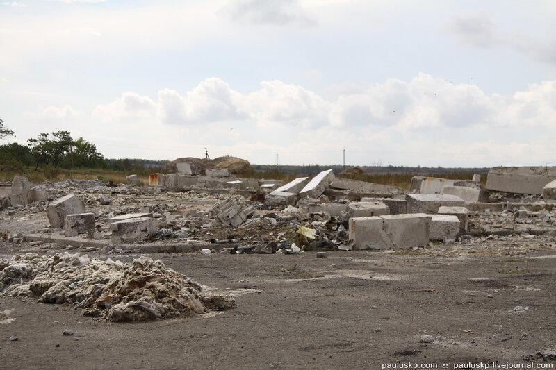 остатки строительного мусора.