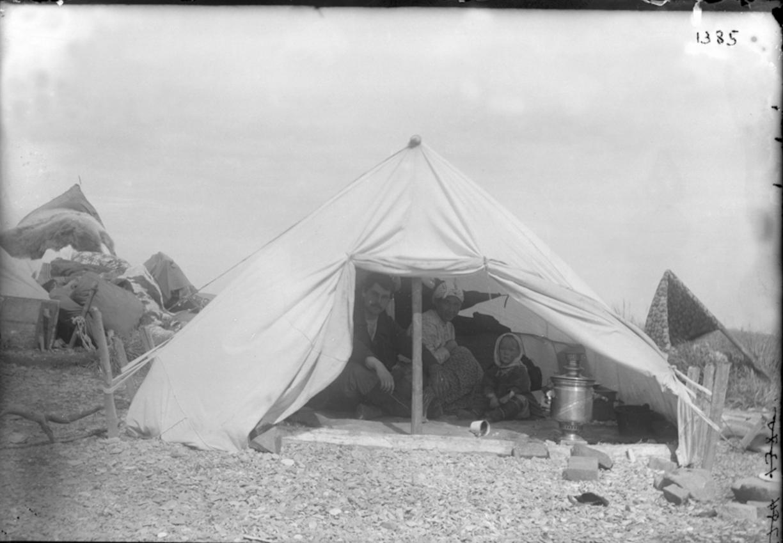 Палатка русского скупщика. Сибири, 1901