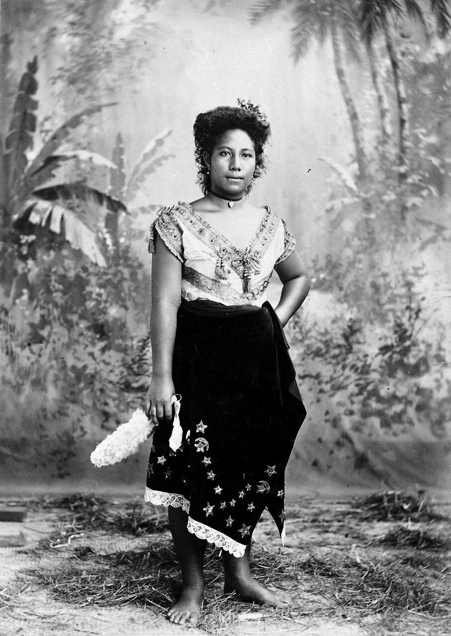 Суенга, молодая самоанка. 1880-1900 гг.