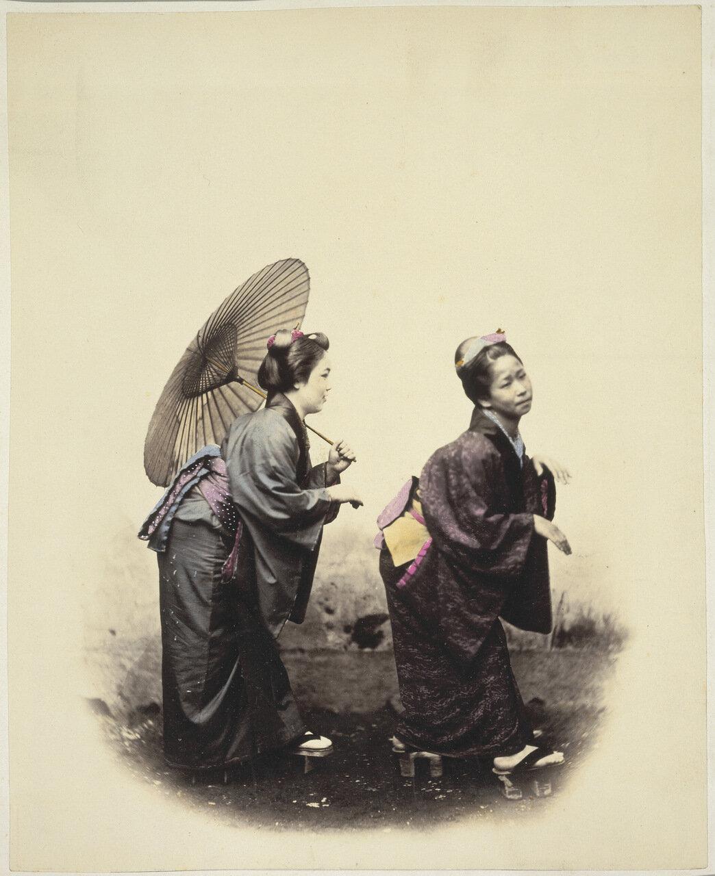Две женщины с зонтиком