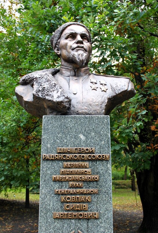 Памятник Сидору Ковпаку