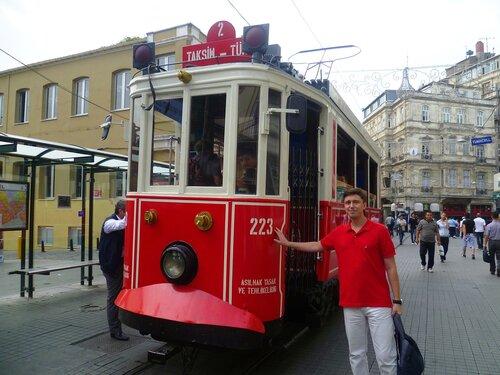 Исторический трамвай в Стамбуле (The historic tram in Istanbul).