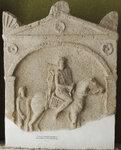 Стела с изображением всадника и оруженосца.