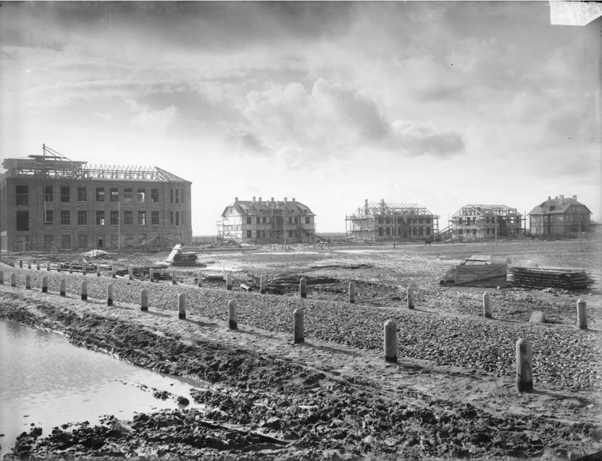 Завод «Фельзер» Общий вид постройки на главную контору и рабочий поселок. 1915