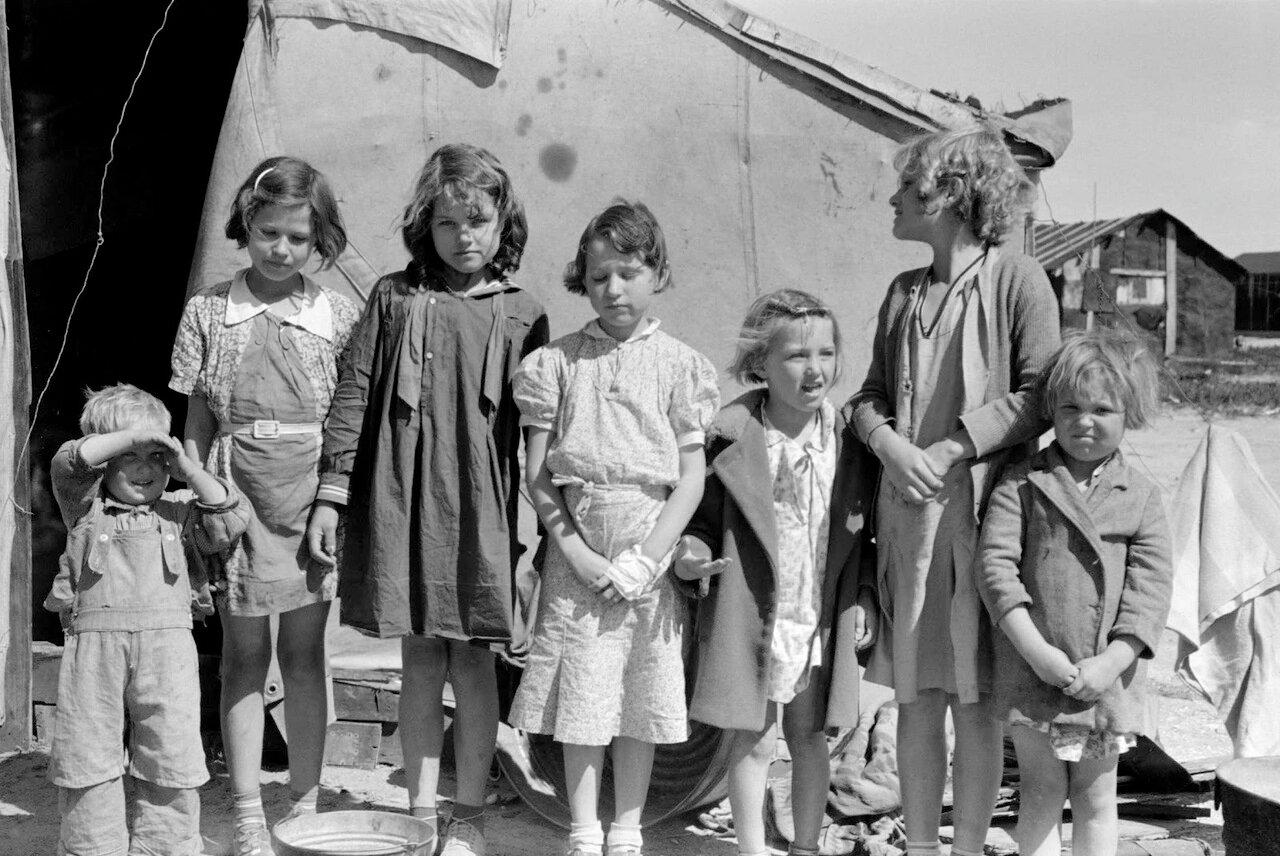 Дети скваттеров и сезонных рабочих, живущих на Заливе Нуэсес, Корпус-Кристи, Техас, 1939