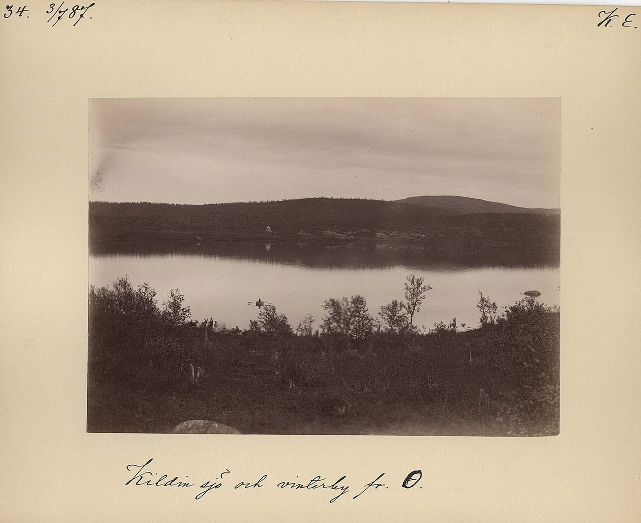 3.7.1887 в 18.35. Остров Кильдин и озеро Могильное в зимний период, на заднем плане деревня