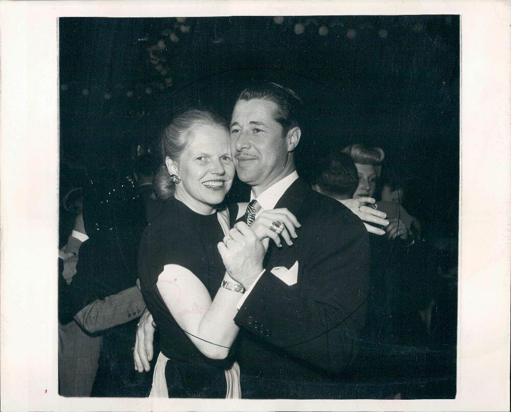 1948. Актер Дон Амичи танцует с женой