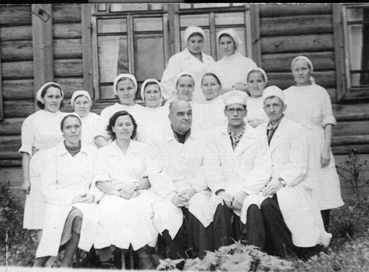 1961. Коллектив больницы в Валамазе