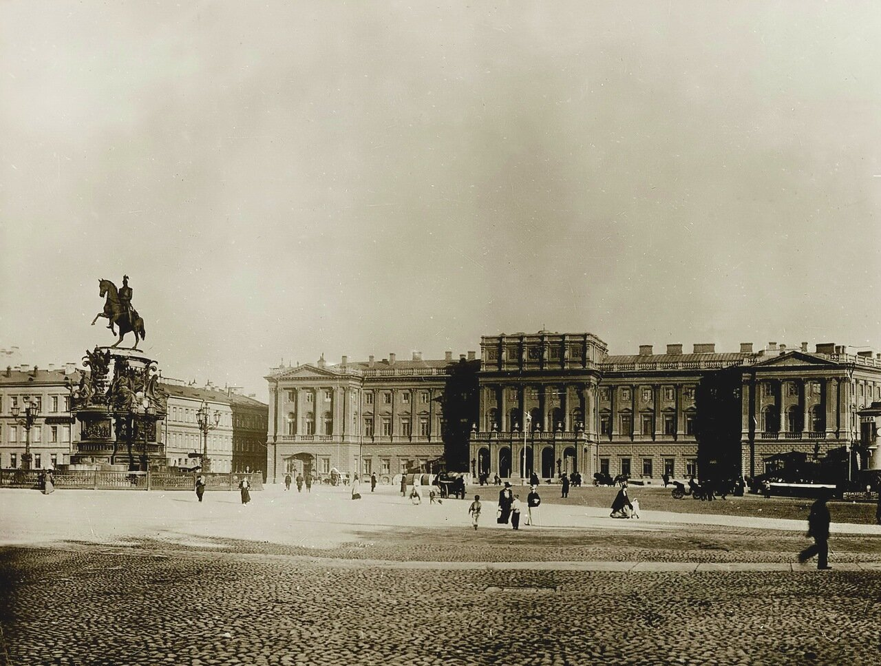 Мариинский дворец. Государственный Совет. Памятник Николаю I