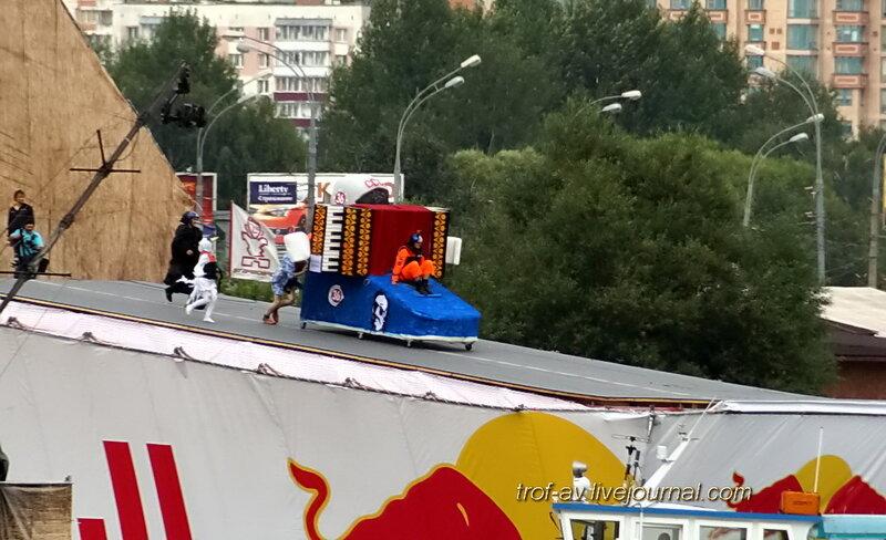 Баянистый баян (баян, космотавт и Гпгарин), Red Bull Flugtag 2013, Москва