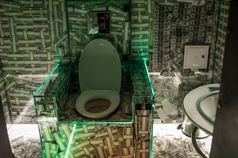 """Туалет в ресторане """"Массоны"""". Самый дорогой ресторан Галиции"""