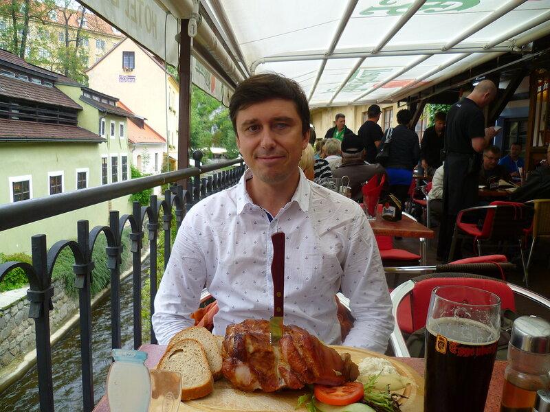 Чехия, Чешский Крумлов - вепрево колено (Czech Republic, Cesky Krumlov - pork leg).
