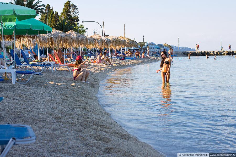 Девушки на пляже в Беницесе