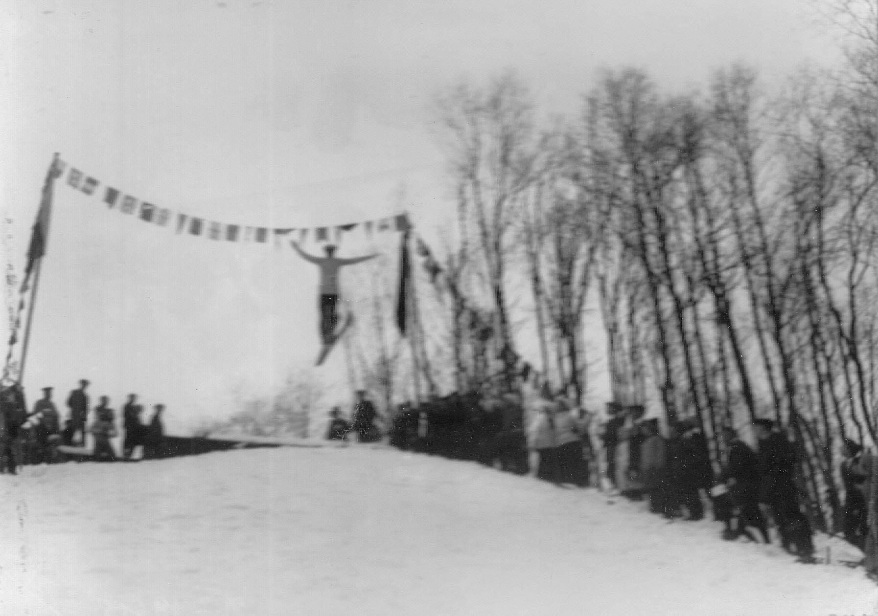 09. Соревнование лыжников по прыжкам с трамплина