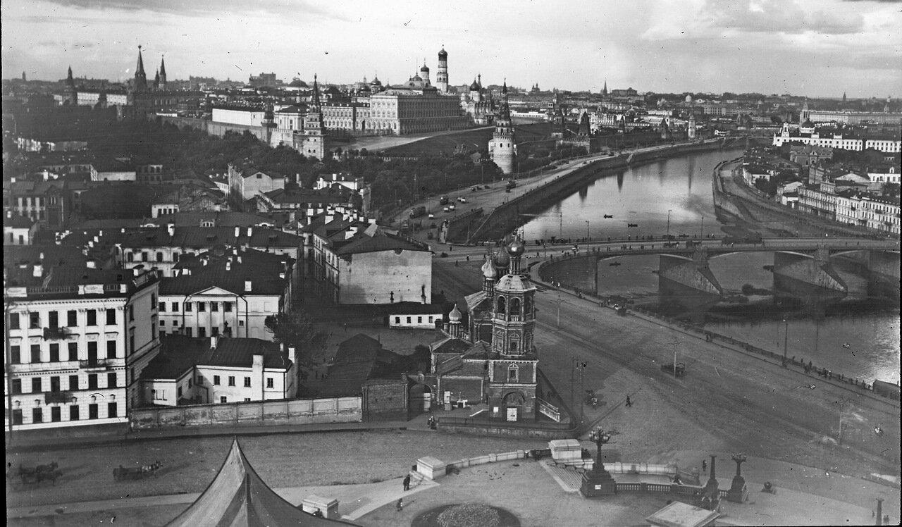 Вид на Кремль и Большой Каменный мост с цокольной площадки ХХС