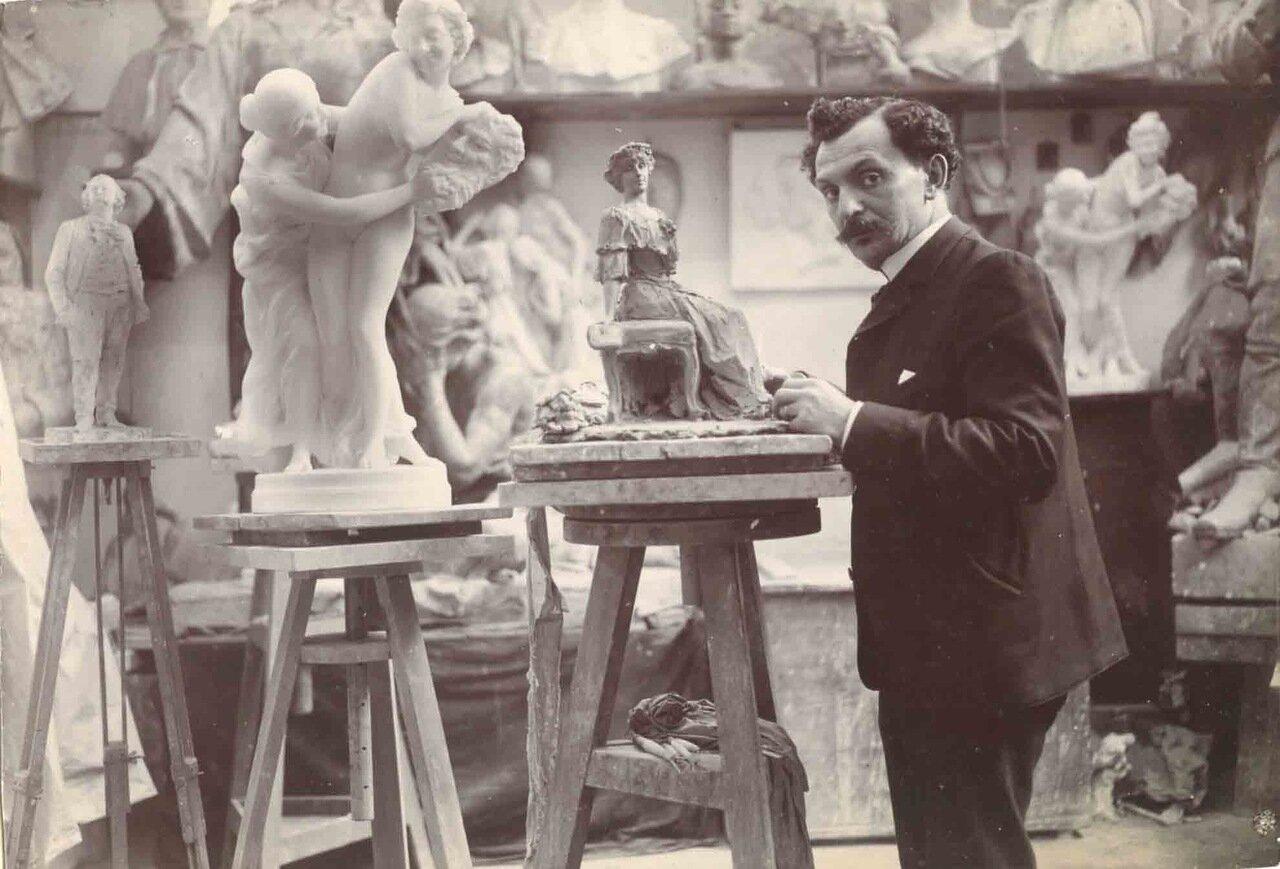 Леопольд Адольфович Бернштам (20 апреля 1859 (Рига) – 22 января 1939 (Ментона, деп. Приморские Альпы, Франция)— российский скульптор-портретист
