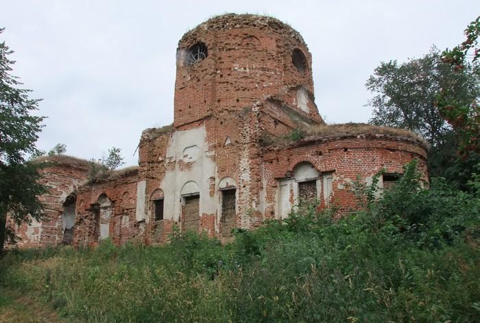 Караул, руины церкви.