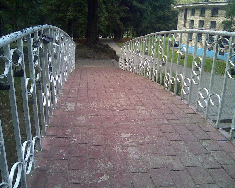 мостик и замки