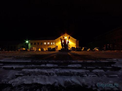 Фотография Инты №6065  Северная сторона Кулешова 10 (отделение полиции; памятник
