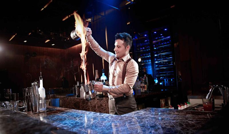 Шеф-повар Как и бармен, шеф-повар вполне может прикладываться к бутылочке Амонтильядо прямо во время