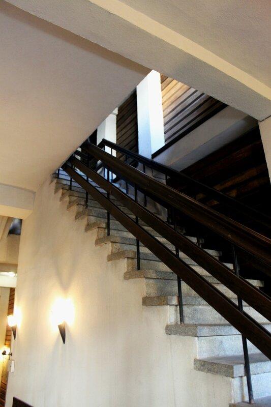 Лестница на второй этаж музея