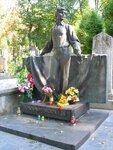В. Ивасюк. Памятник на Лычаковском кладбище