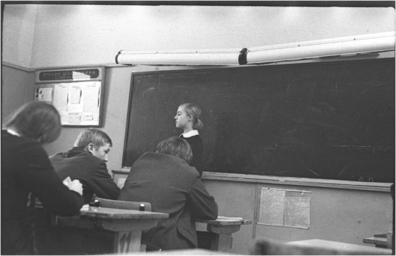 1969-70 класс 8 В История. Юра Русин. Галя Жолдак