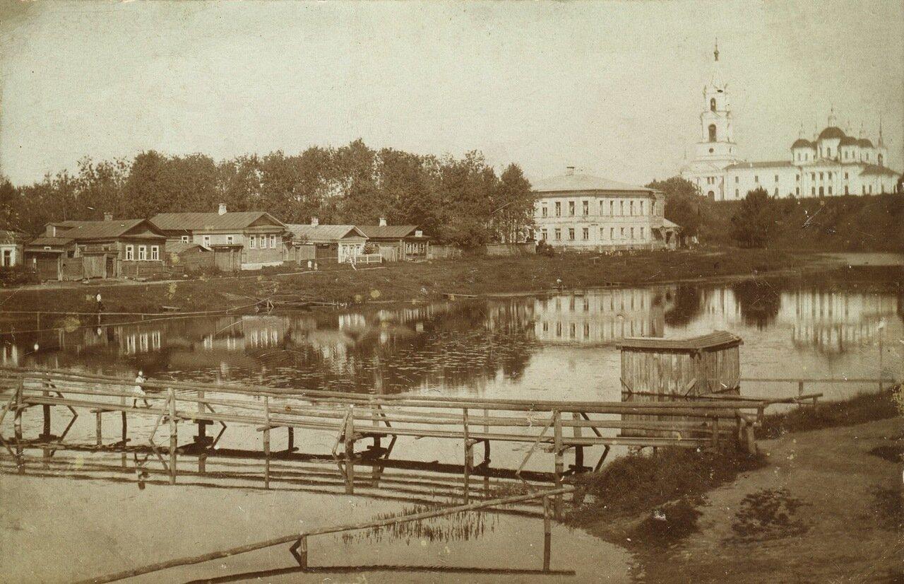 Мост через Кашинку, Воскресенский собор