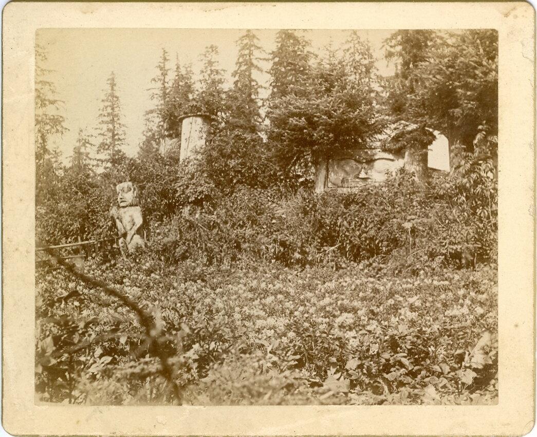 1880. Тотемы на могилах