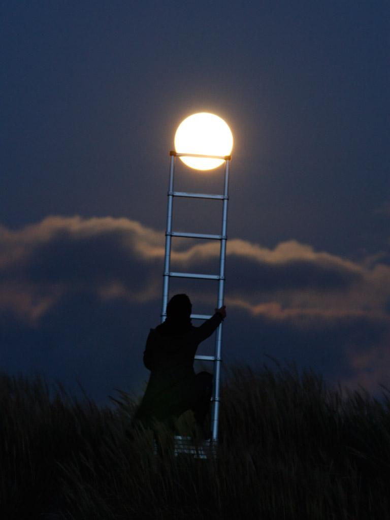 Французский фотограф Лоран Лаведер играет с Луной 0 145d69 33b58ac4 orig