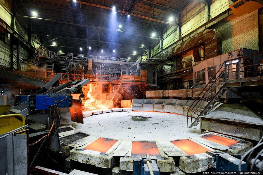 Также здесь есть отражательная печь Ан-1 емкостью 140 тонн, производительностью 42 тыс. тонн анодов